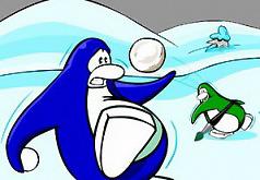 пингвины играют в снежки