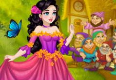 Игра Белоснежка: Сказочная Одевалка