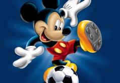 Игра Микки Маус играет в футбол